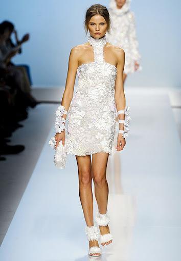 Бяла дантелена рокля от Blumarine