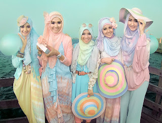 Color Combinations Colorful Style by Dian Pelangi Year 2013