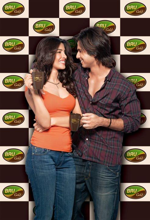 Shahid kapoor and Priyanka chopra in Bru Ad1 - Shahid kapoor and Priyanka chopra BRU ad Pic