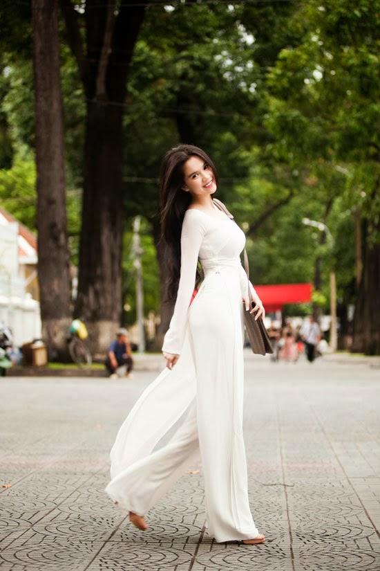 Album hình ảnh đẹp: Bộ ảnh áo dài Ngọc Trinh với nét cực đẹp, cực nóng bỏng