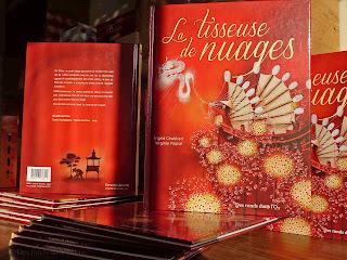 La tisseuse de nuages d'Ingrid Chabbert et Virginie Rapiat - Voir la présentation (en librairie depuis le 15 novembre 2012)