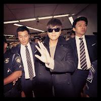 Lee Min Ho greets fans