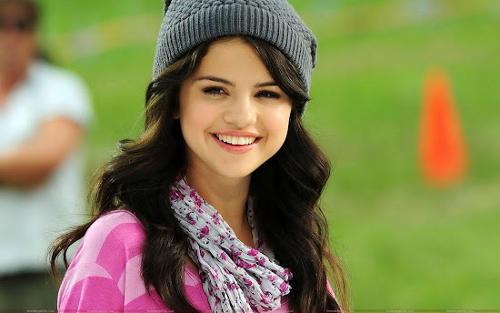 selena_gomez_cool_wallpaper_Fun_Hungama