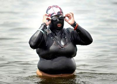 青島 暴強泳衣