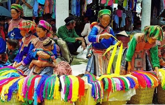 Cả tuần đi chợ phiên Lào Cai.