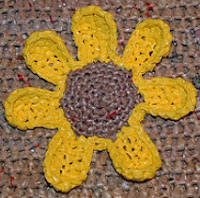 http://translate.googleusercontent.com/translate_c?depth=1&hl=es&rurl=translate.google.es&sl=en&tl=es&u=http://www.myrecycledbags.com/2012/01/25/plarn-sunflower-tote-bag/&usg=ALkJrhiEacFQ6ZUk54gDwH79eJM3oD0dOw