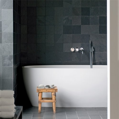 2+bain+dark+grey+tiles+bathroom+with+modern+white+stand+alone+tub+wall+mount+fixtures+faucets+marieclairemaison Bathroom Ideas Grey And White