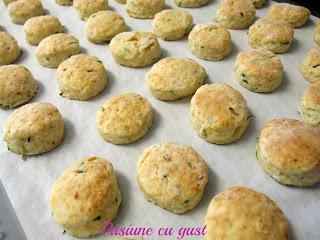 DSCF7785 Mini biscuiti cu crema de branza si chives