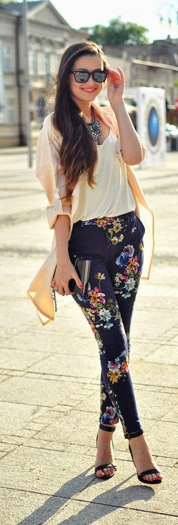 Street style that floral pants is chic