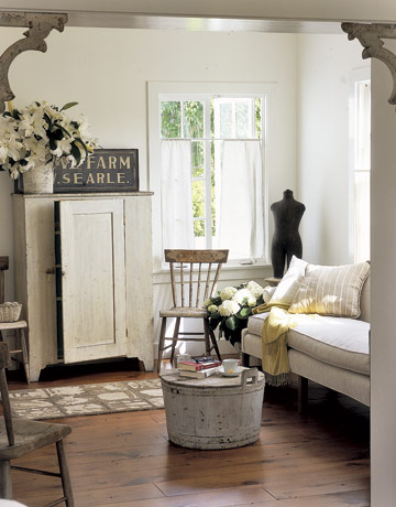 The country farm home inspiration for the farmhouse for Small country living room ideas
