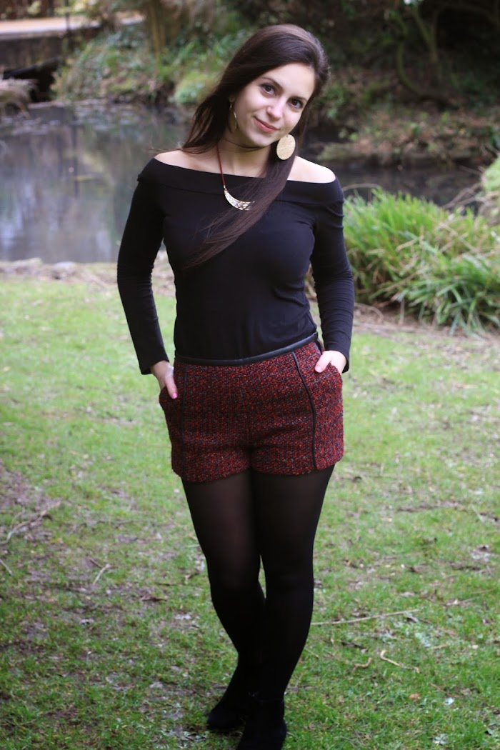 Red Shorts H&M Outfit ideas Black Gold