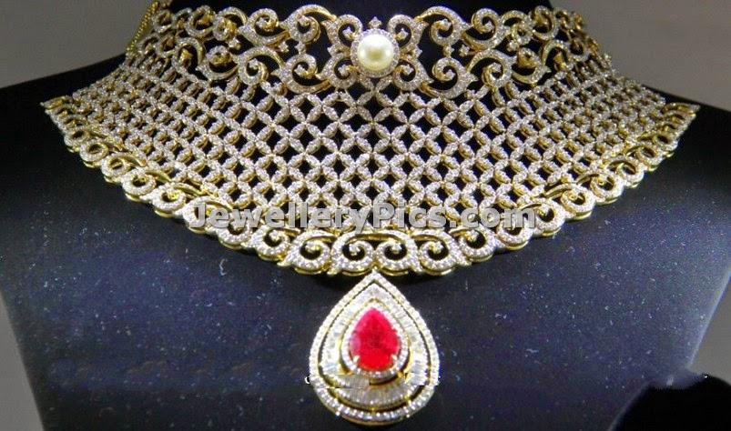 Broad mesh model diamond choker