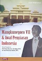 AJIBAYUSTORE  Judul Buku : Mangkunegoro VII & Awal Penyiaran Indonesia Pengarang : Hari Wiryawan Penerbit : LPPS