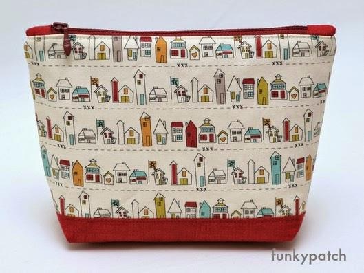 neceser de tela tamaño bolso con dibujos de casitas handmade by funkypatch