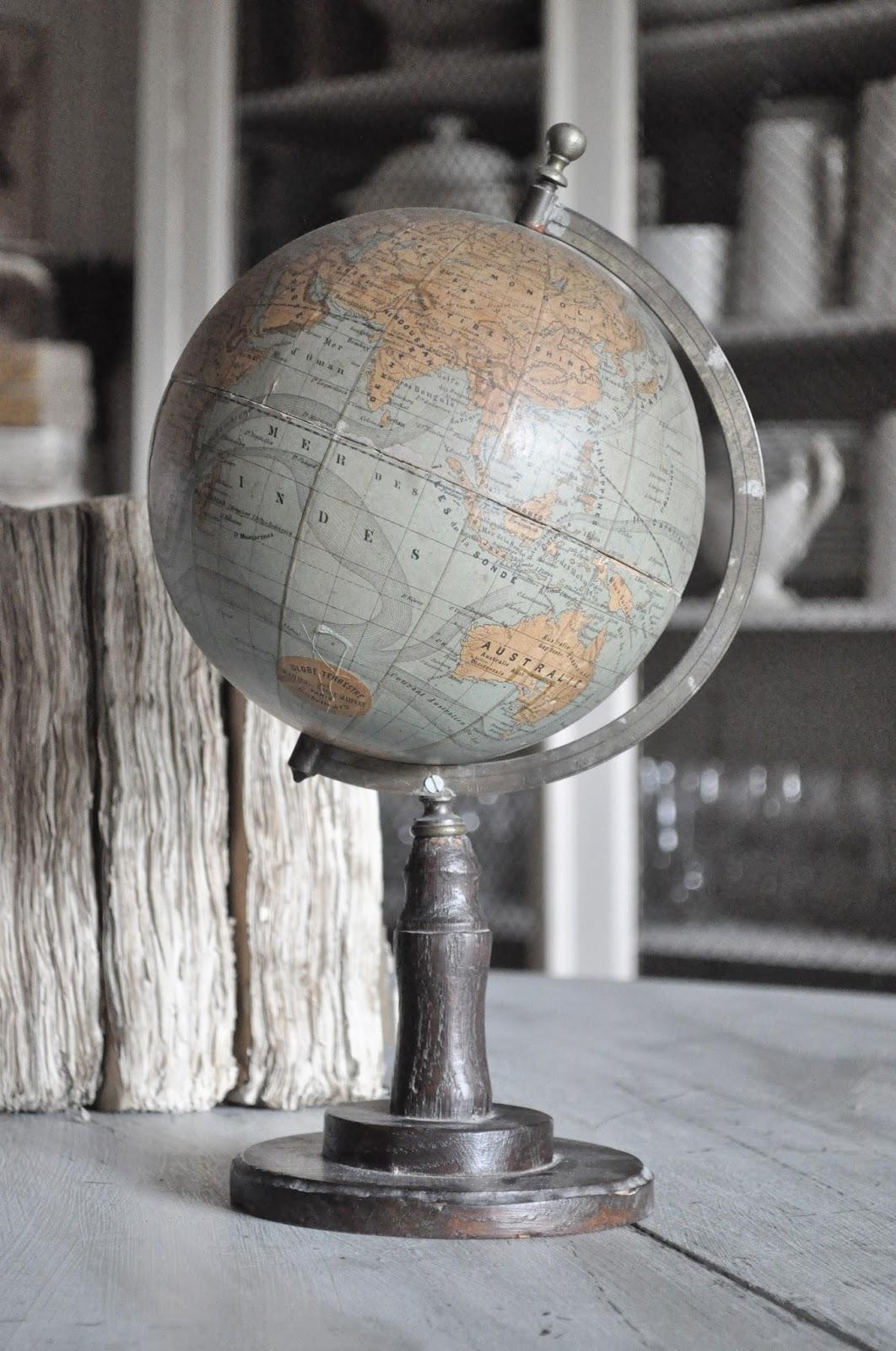 la m re d 39 une parisienne vide son grenier globe terrestre. Black Bedroom Furniture Sets. Home Design Ideas