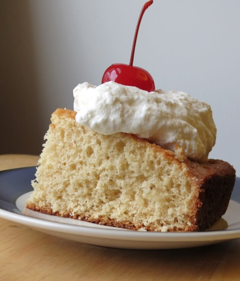 Nummy Kitchen: Root Beer Float Cake -- Random Recipe #2