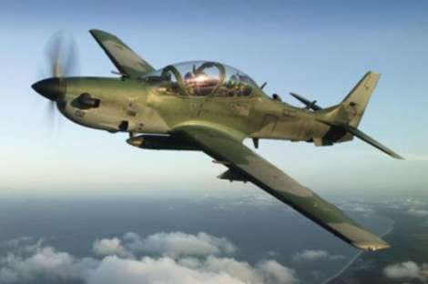 Avión militar antiguo