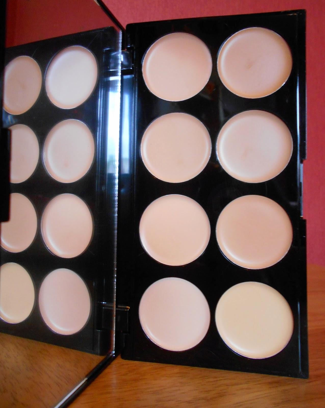 Makeup Revolution Cover & Conceal Palette - Light