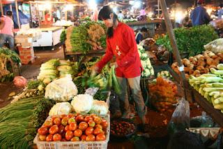 Suasana pasar tradisional