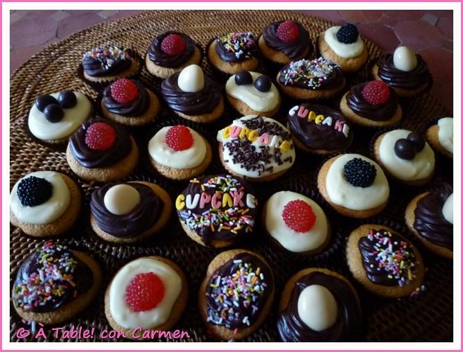 http://2.bp.blogspot.com/-1Dv57BIAhaE/TvnqRtM8otI/AAAAAAAAAcg/RrH1qDpXXes/s1600/aTcC_Mini+cupcakes+Fantasia+de+chocolate_00001.jpg