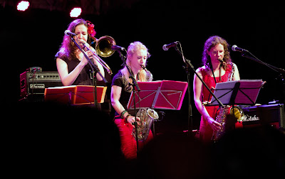 Emmanuelle Auchlin, saxophone alto; Emilie Caridad, saxophone ténor