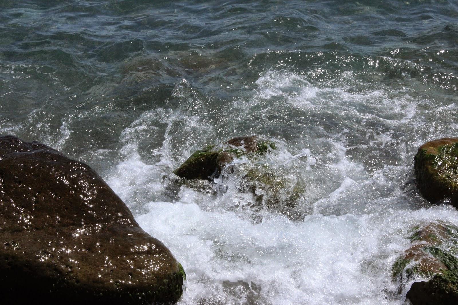 море, прибой, камни, морская пена, Ялта, берег моря