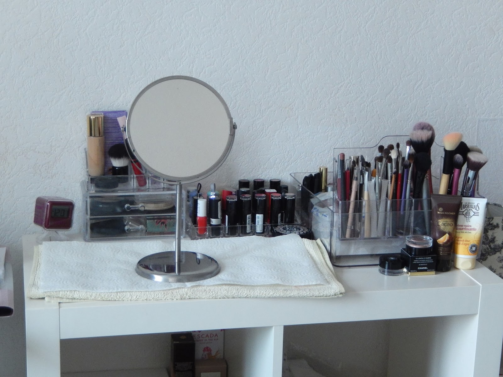 Meuble Pour Maquillage Gallery Of La Bibli With Meuble