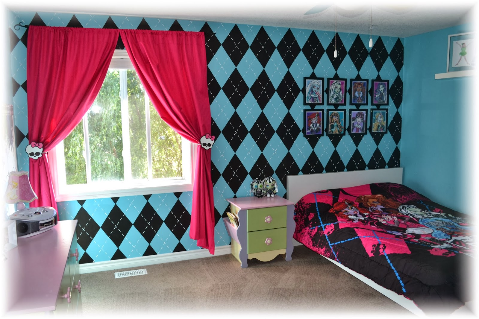 Uncategorized Monster High Paint Colors cake momma the monster high bedroom for back wall i used a diamond template trace after black diamonds were painted on went with fine paint brush and did the
