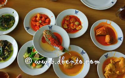 Hidangan di restaurant padang