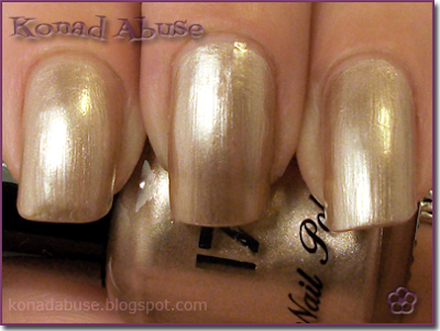 Boots 17 Lasting Fix Toasted Almond Swatch