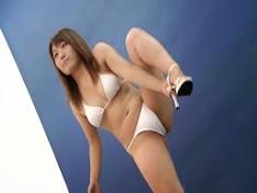 Người mẫu bikini nude