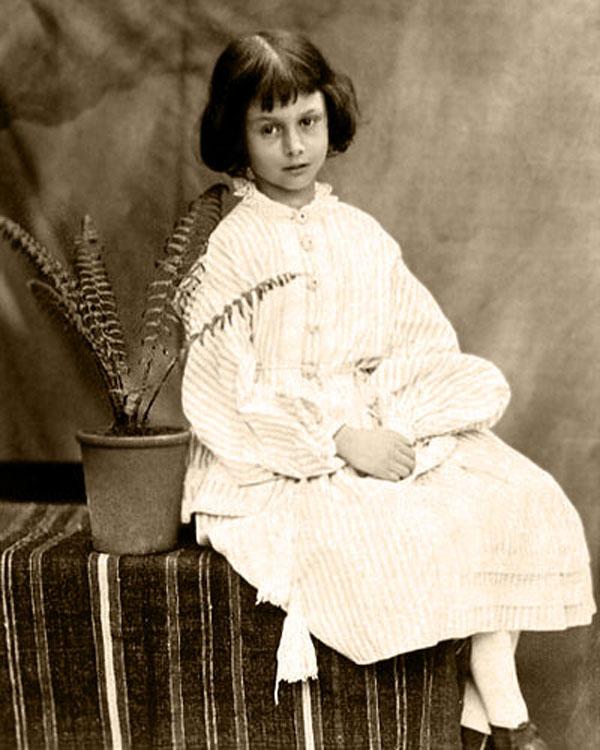 Doctor Ojiplatico. Alice Pleasance Liddell Hargreaves Taylor. Lewis Carrol fotografo