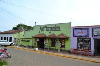 chapada dos guimaraes historia - rua centro com artesanatos