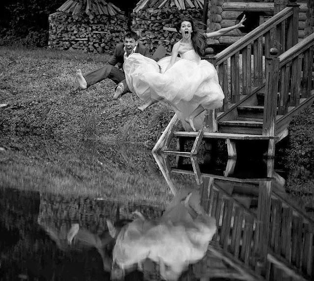 прыжок в воду невесты и жениха