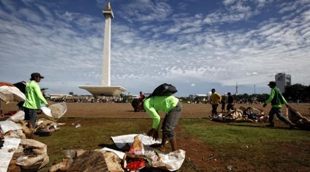 Acara Tahun Baru 2016 di Jakarta sisahkan sampah 700 ton