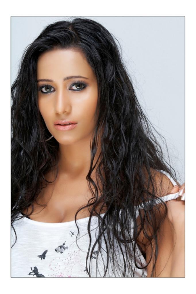 Sanjana Singh Hot Pics