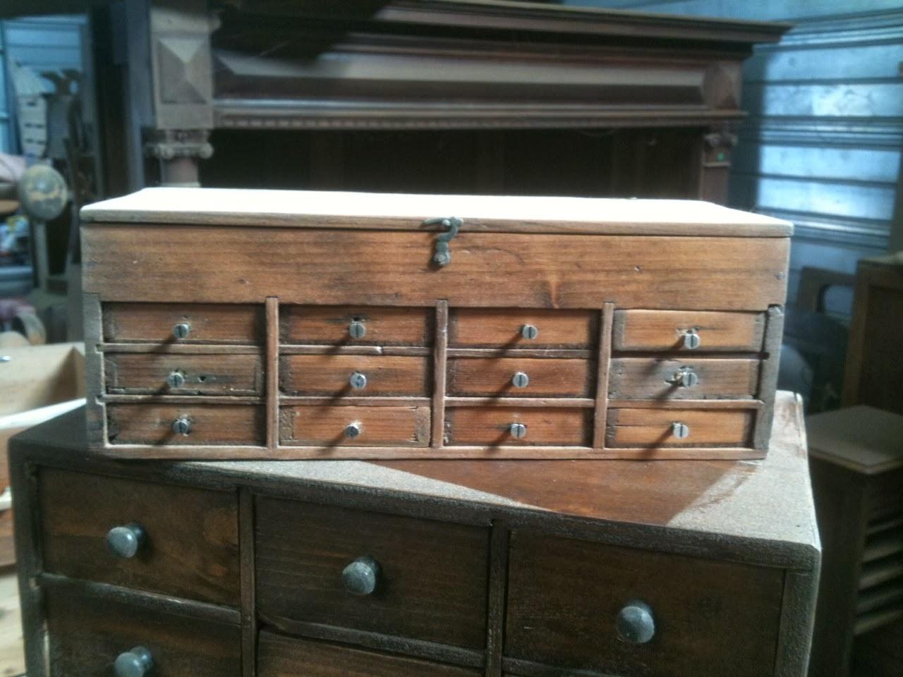 L 39 atelier thibauld watripont meubles de m tier for Meuble qui a plusieurs tiroirs