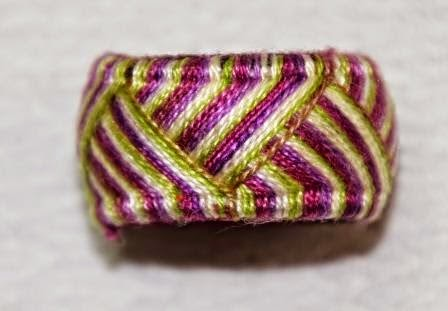 http://madame-ofelya.blogspot.fr/2014/06/tutorial-embrodered-rings-part-1.html