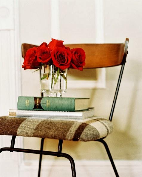 LIBROS = A SABIDURIA , CONOCIMIENTOS ..... - Página 2 Vintage+Details+stack+books+vase+red+roses+1JLlEGs-o5Nl