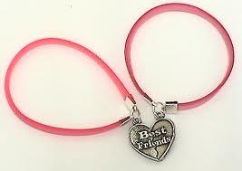 Ahora estan muy de moda las pulseras y collares de B.F.F. ¿Tu ya tienes el tuyo? Regalale a tu megor amiga. Hay de dos y de tres.
