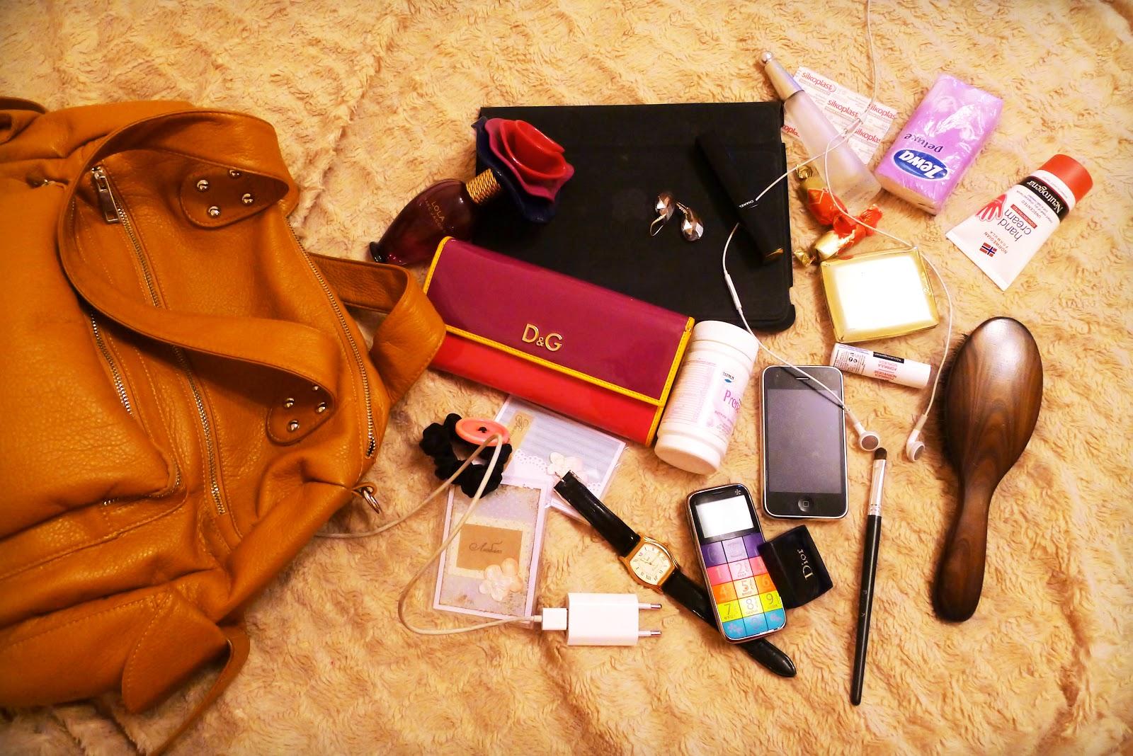 Что должно быть у каждой девушки в рюкзаке