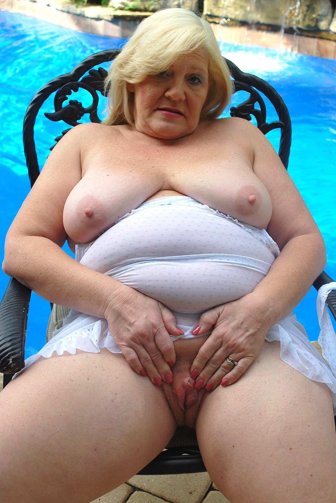 Theme simply Mature curvy naked