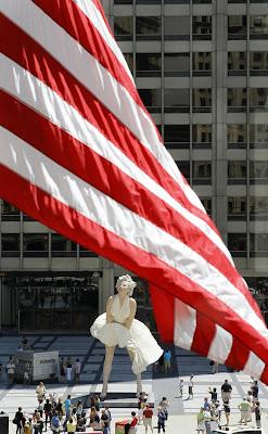 Marilyn Monroe Beautiful Huge Statue Photos
