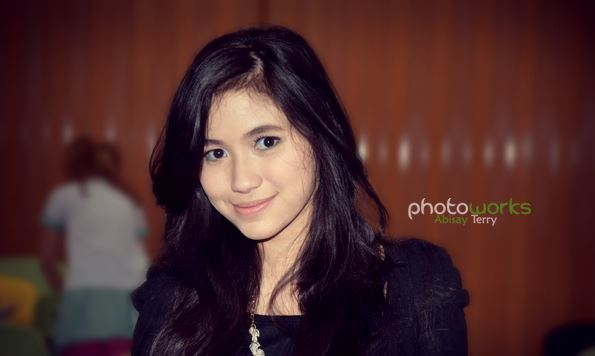 Ashilla Zahrantiara - Blink