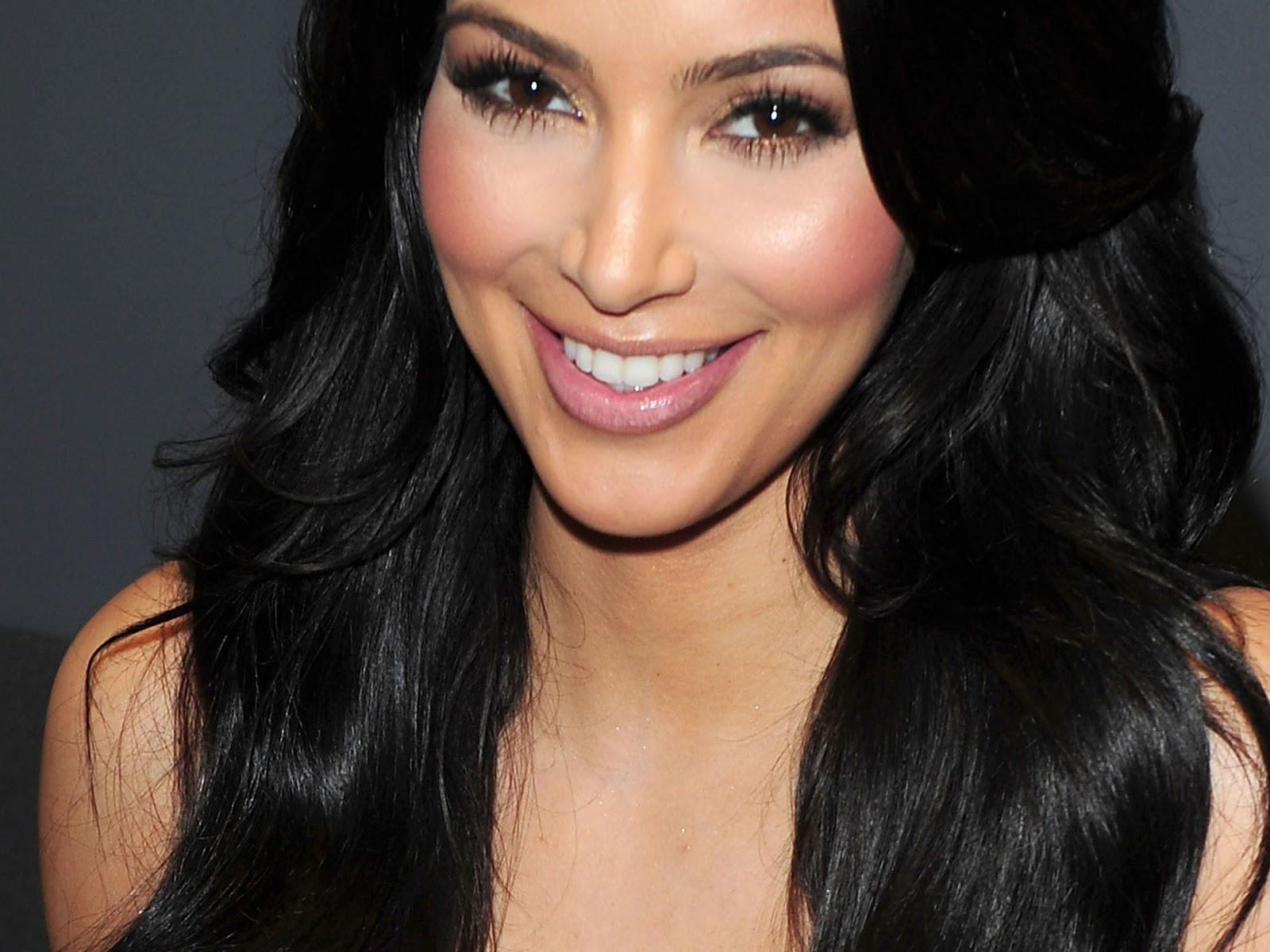 http://2.bp.blogspot.com/-1FqCvwLT0d4/UNrinY_pKuI/AAAAAAAAK3E/hR2pHkXWjBs/s1600/Kim-Kardashian-Hot-Wallpapers-3.jpg