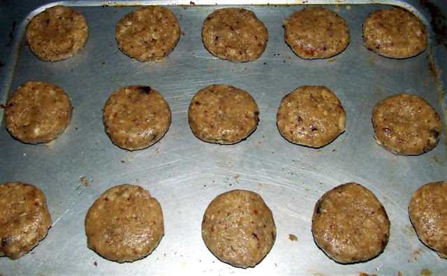 AMBROSIA: OATS AND DATES BISCUITS