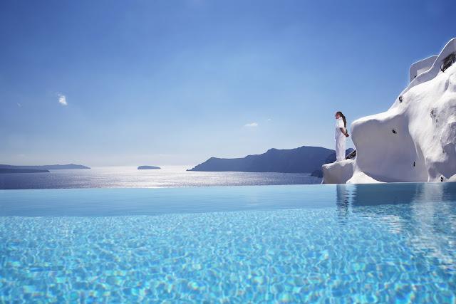 piscina katikies oia grecia