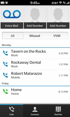 Está opción es muy útil para todos aquellos que utilizan mucho su dispositivo para realizar llamadas a cada momento, BlackBerry 10 te permite agregar todas las marcaciones rápidas para que a la hora de llamar un contacto solo tengas que presionar una tecla o seleccionar la imagen del contacto, Está guía nos llega por parte de los amigos de CrackBerry donde nos muestran los pasos a seguir, Sigue leyendo para que aprendas como agregar marcaciones rápidas a tus contactos: Cómo agregar una marcación rápida en BlackBerry 10 Toca el icono de Teléfono. Aquí podrás ver la lista de llamadas recientes.