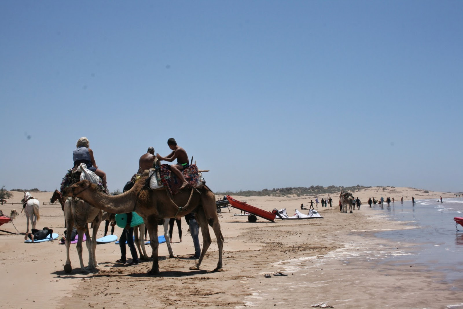 kasbah luna sur marruecos, viajes a marruecos, dunas de erg chebi, merzouga, erfoud, felicidad