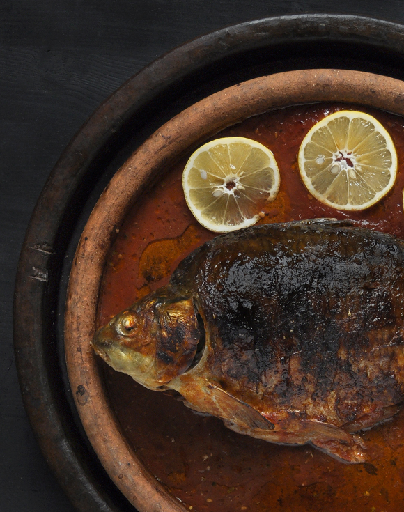 Baked carp with tomato sauce